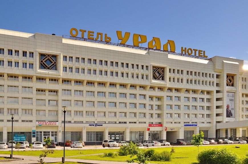 04. Огромная гостиница в центре. Монументальное советское строение удивляет размахом.