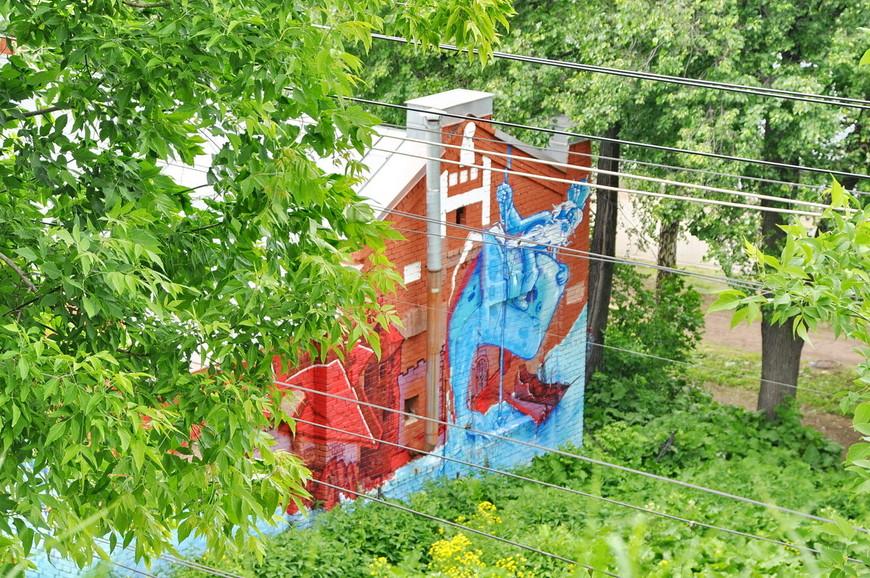 16. Красивые граффити в старой промзоне. Хочу отметить, что это все еще «зеленая линия», которая понемногу вывела в неблагополучные районы.