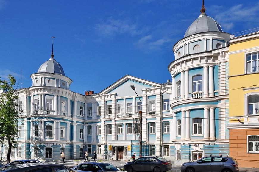 23. Количество шикарных зданий в Перми явно больше, чем в Екатеринбурге, Челябинске или Уфе.