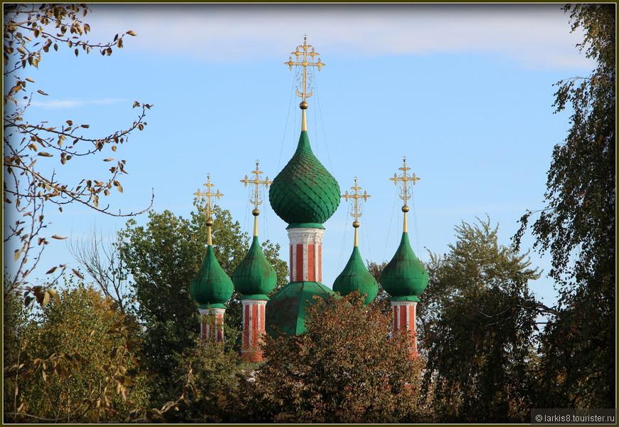 Купола церкви Петра Митрополита 16 век. Уже 5 веков любуются люди этим изяществом!