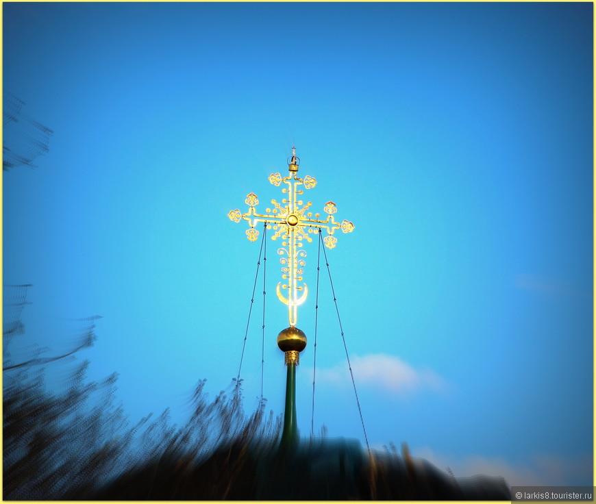 Крест главного храма Переславля-Залесского - Спасо-Преображенского собора.