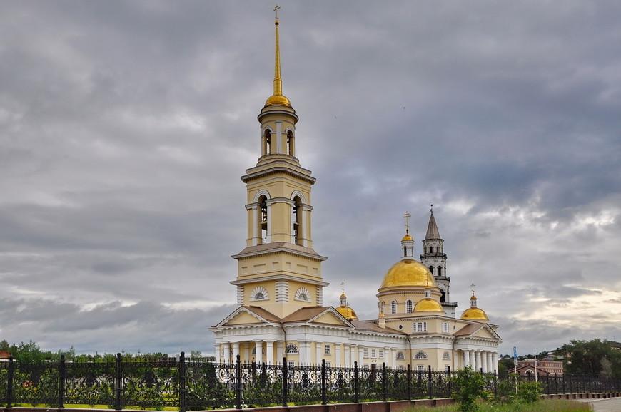 04. Вознесенская церковь – кафедральный собор, главный в городе. На заднем плане уже виднеется легендарная башня.