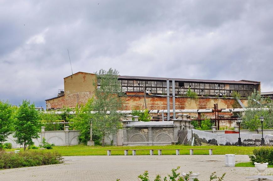 16. Промышленность в Невьянске переживает не лучшие времена, многие здания стоят в разрушенном состоянии.
