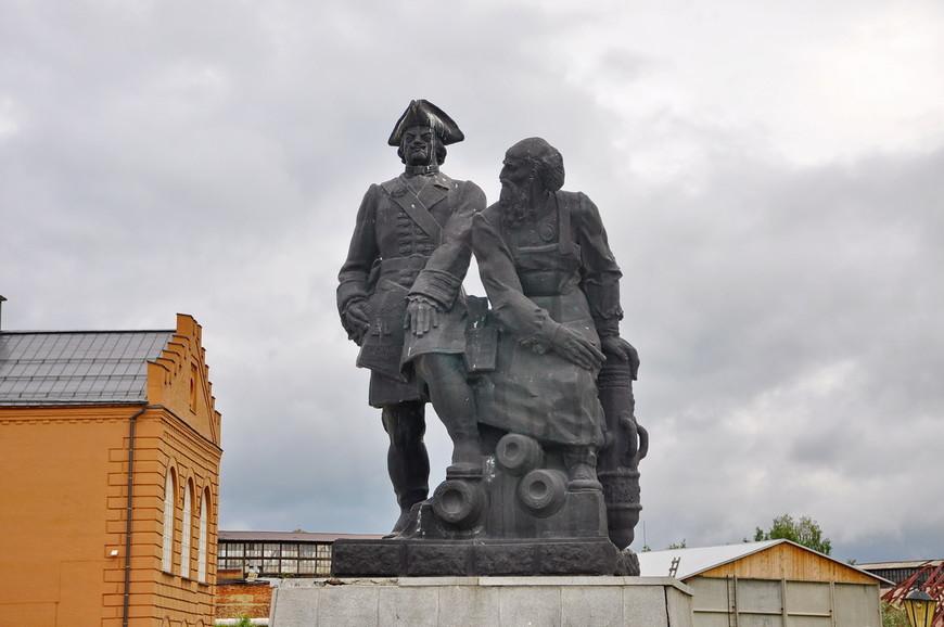 31. Не знаю, есть ли где-нибудь еще памятники Демидову, но лично я увидел впервые.