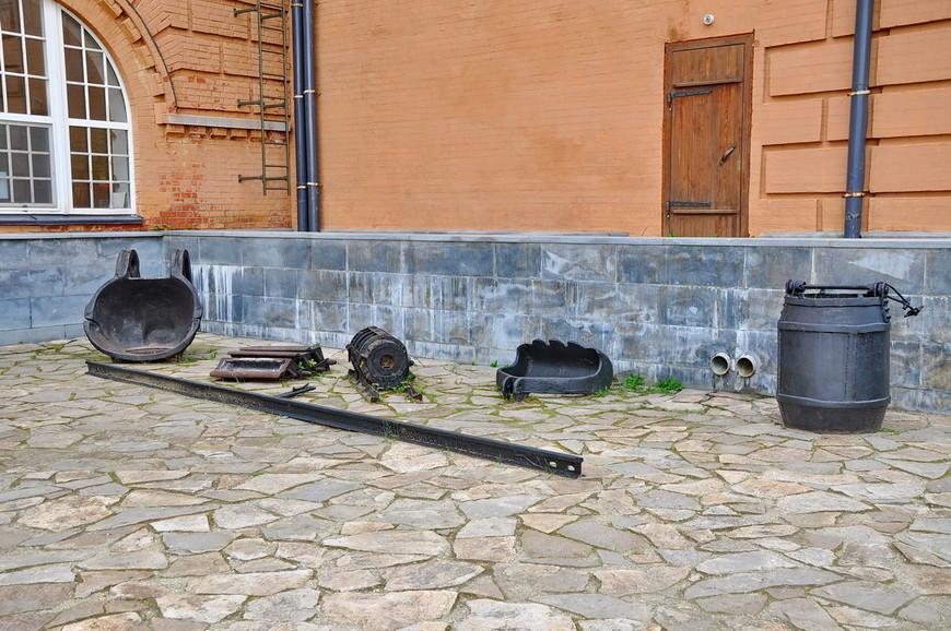 33. И разные сталеплавильные инструменты.