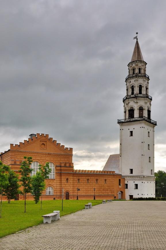 36. Башня отклоняется на 3,16 градуса и в верхней части уклон составляет 1,8 метра.