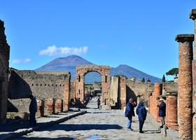Поехали скорее в древние Помпеи!