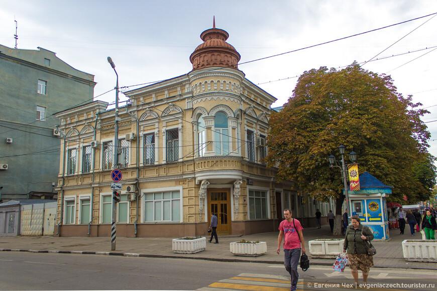 На пересечении ул. Вольской и проспекта Кирова стоит дом основателей российского цирка – братьев Никитиных.