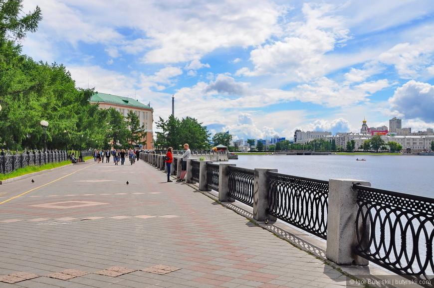 06. Ослепляющее солнце Екатеринбурга. Не знаю, что все жалуются на погоду в городе, как по мне – все отлично.