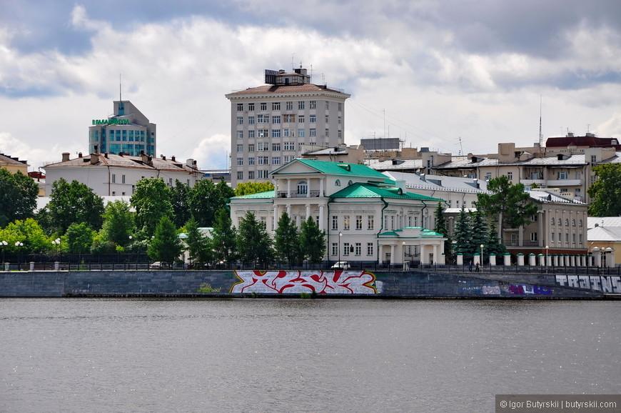 09. Екатеринбург, наверно, самый разношерстный город в плане застройки центра. Здания всех последних эпох перемешались в один «винегрет».