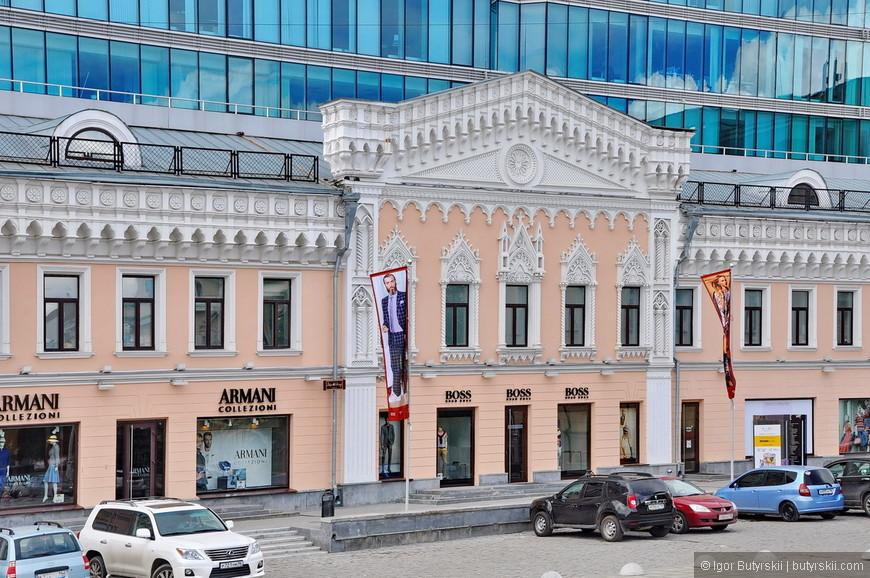 11. Одно из самых отвратительных зданий в городе – торговый центр Европа. Иногда задумываешься, что лучше было бы – снести историческое здание или так поглумиться над ним?