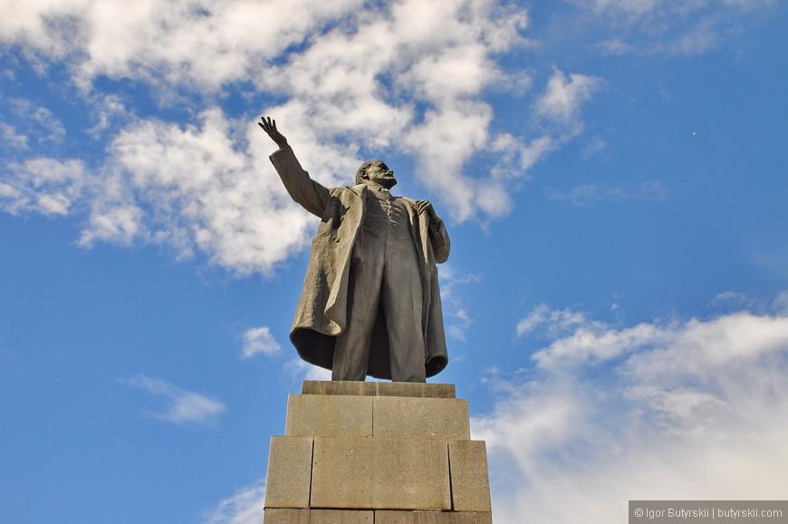 23. Конечно же и Ленин тут как тут. Куда сейчас без него в наше сложное время.