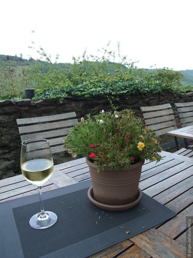 Осень. Приятно выпить бокал хорошего рейнского вина.