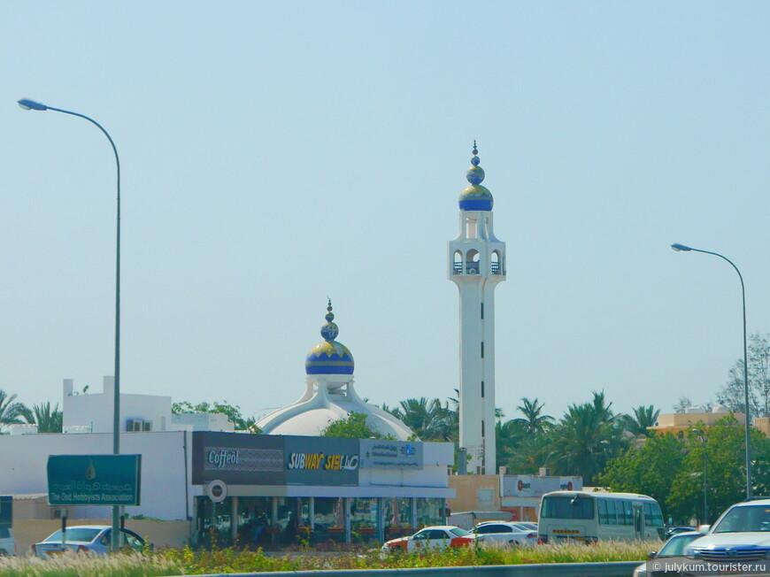Но самый интересный  вариант купола у этой мечети-малышки. Этакая матрешечка. Меня он очень умилил.