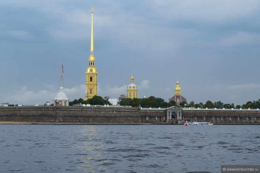 Вид на собор с Невы.