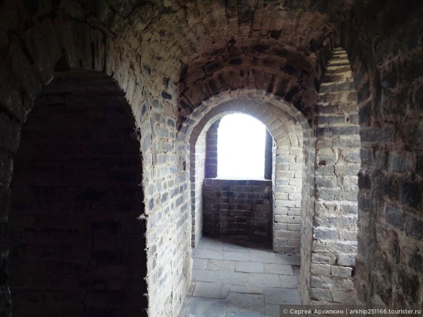 На этом участке можно посмотреть 21 башню на стене