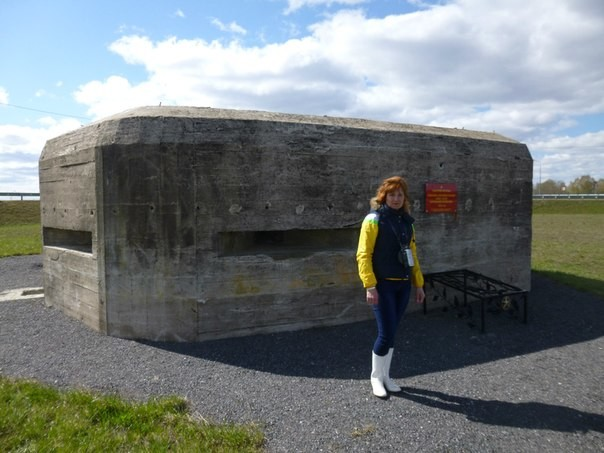 Мемориал, посвященный Карельскому укрепрайону на шоссе С-Петербург-Сортавала