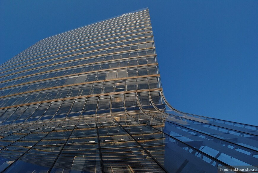 Модерновый небоскреб