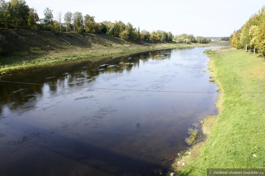 Река Волга (вид с пешеходного моста).