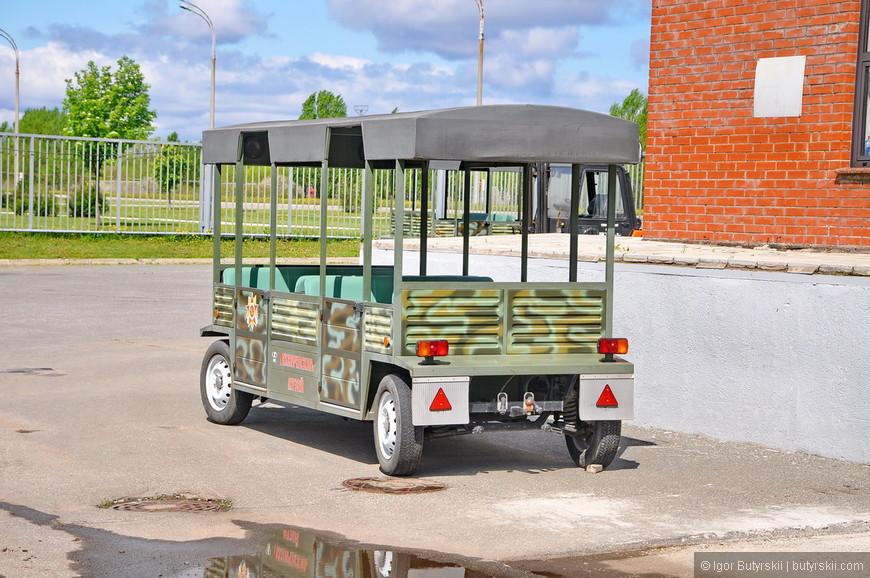 39. При нежелании или невозможности ходить по парку можно воспользоваться таким транспортом. Цену не уточнял, но думаю, по традиции, не дорого.