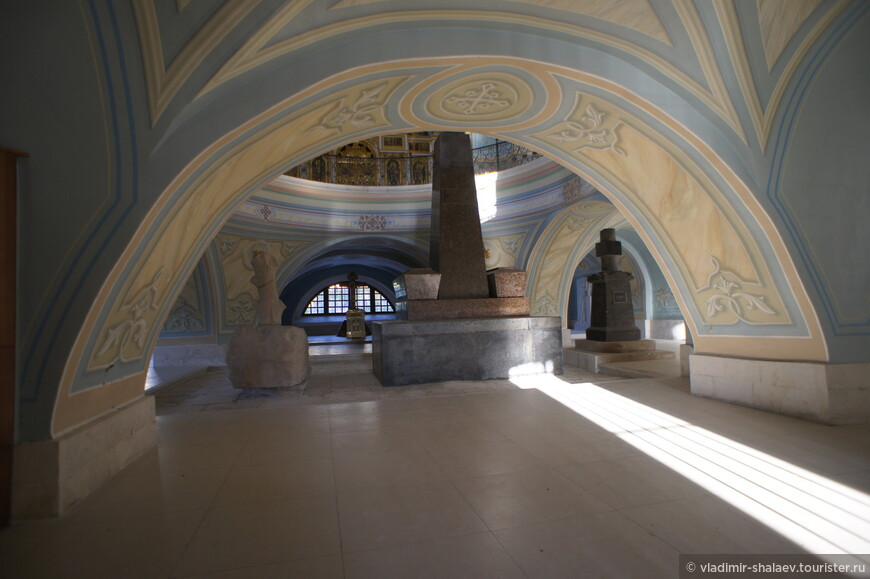 Редкая группа могильных памятников, скрывавших под собою некоторых потомков славной в истории Русского государства фамилии Тутолминых.