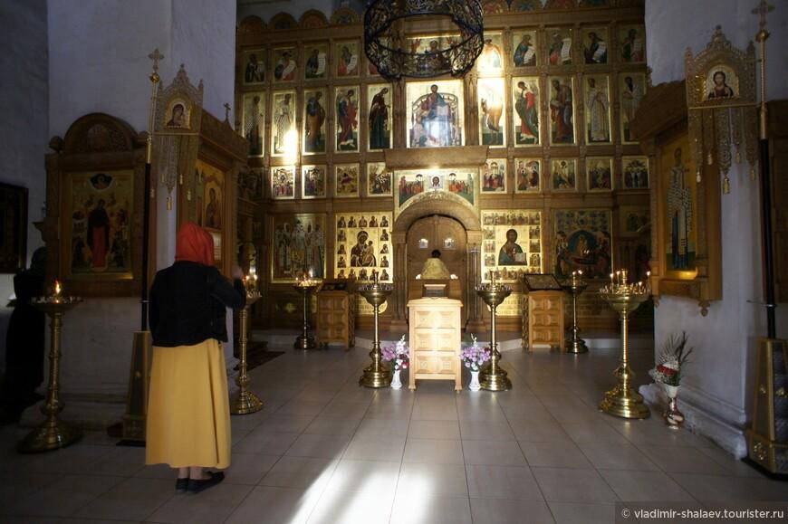 В белокаменном Успенском соборе монастыря до сих пор покоятся мощи монахини Пелагии. Пелагия, мать Святейшего патриарха Иова, исконно почиталась жителями Старицы, считалась заступницей веры и благочестия.