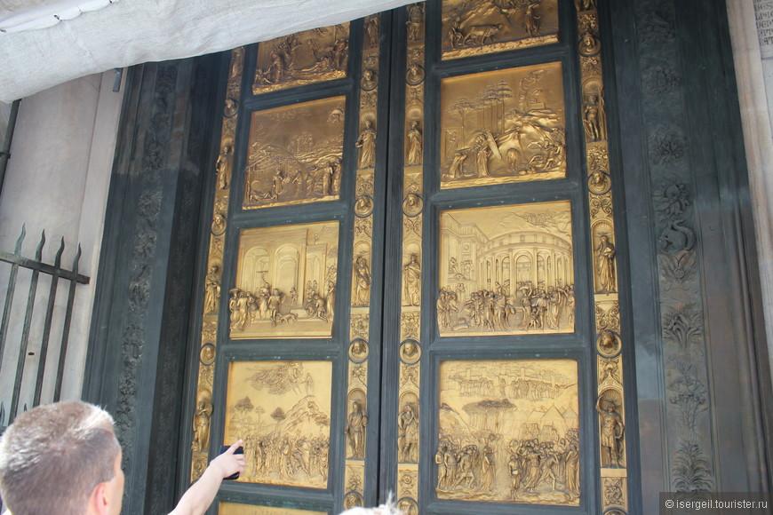 Баптистерий Сан-Джованни, увы, был на реставрации. Оставили только  «Врата рая» для обозрения