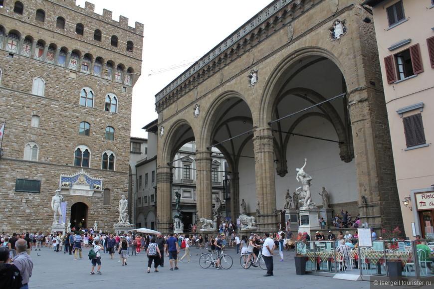Площадь Синьории - площадь перед дворцом Палаццо Веккьо.