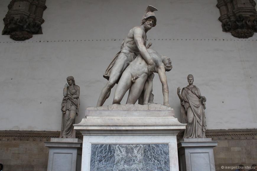 Лоджия Ланци была построена в период с 1376 по 1382 год Бенчи ди Чионе и Симоне ди Франческо Таленти. В настоящее время она представляет собой музей под открытым небом.