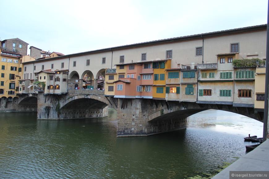 Понте-Веккьо — самый древний мост города Флоренции и единственный, сохранивший свой первоначальный облик.