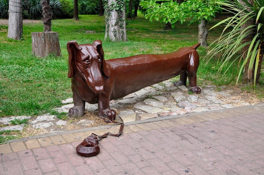 03. Статуи в парке в этом году покрасили в мерзкий коричневый цвет