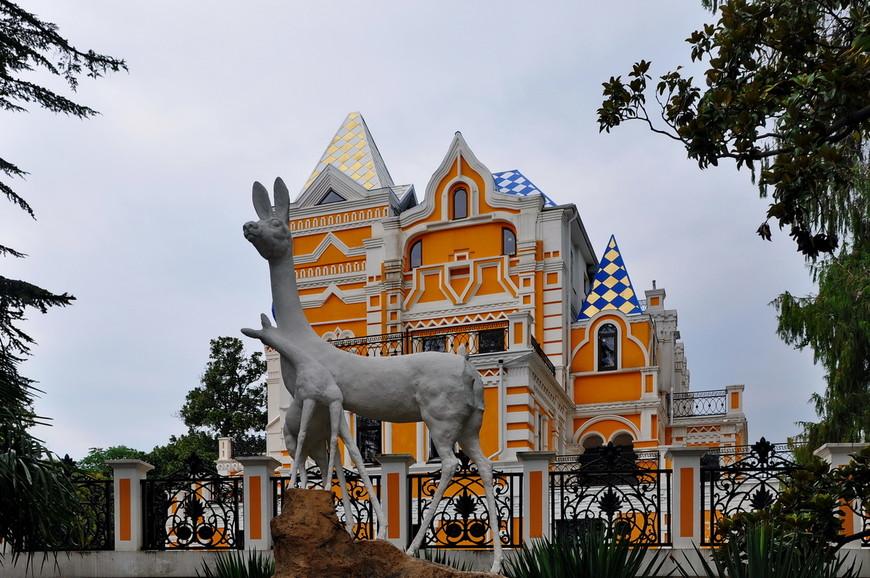 38. Реконструированный дом основателя парка Василия Хлудова. Как и в случае с дендрарием, парк создавался вокруг дома его основателя, что вполне логично.