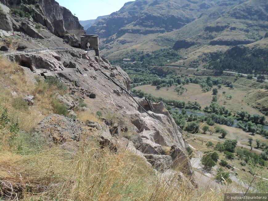 Виды со склона монолита пещер Вардзия  просто поражающие!