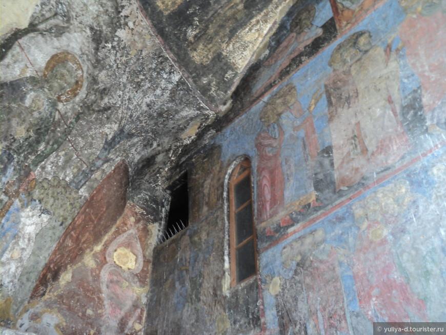 """Старинные фрески... Смотрят на нас со стен пещер и """"говорят""""... """"говорят о том, что история идет по кругу, а люди никак не научаться делать выводы"""