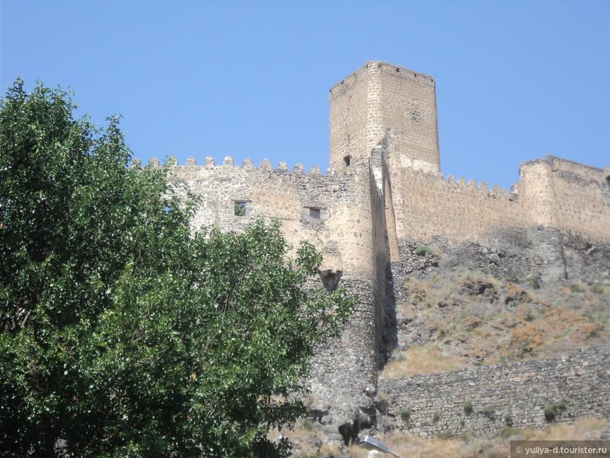 Крепость Рабат. Ахалцихе. Красива и величественна. После реконструкции крепость Рабат сзывает к себе туристов со всех концов мира без исключения. Вид на окрестности с ее стен околдует Вас с первых секунд.