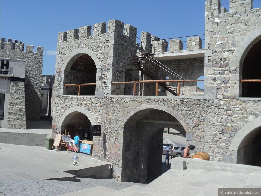 По слухам, при реконструкции Рабат старались сделать немного похожим на Иерусалим. Сейчас на территории крепости находится отель, музей, винный магазин и информационный центр.