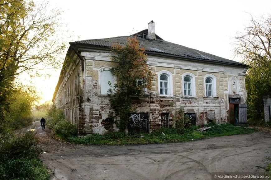 Жилой дом возле Никольской церкви.