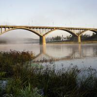 Мост через Волгу. Мост был построен в 1963 году. До него с одного берега на другой можно было переправиться на пароме.