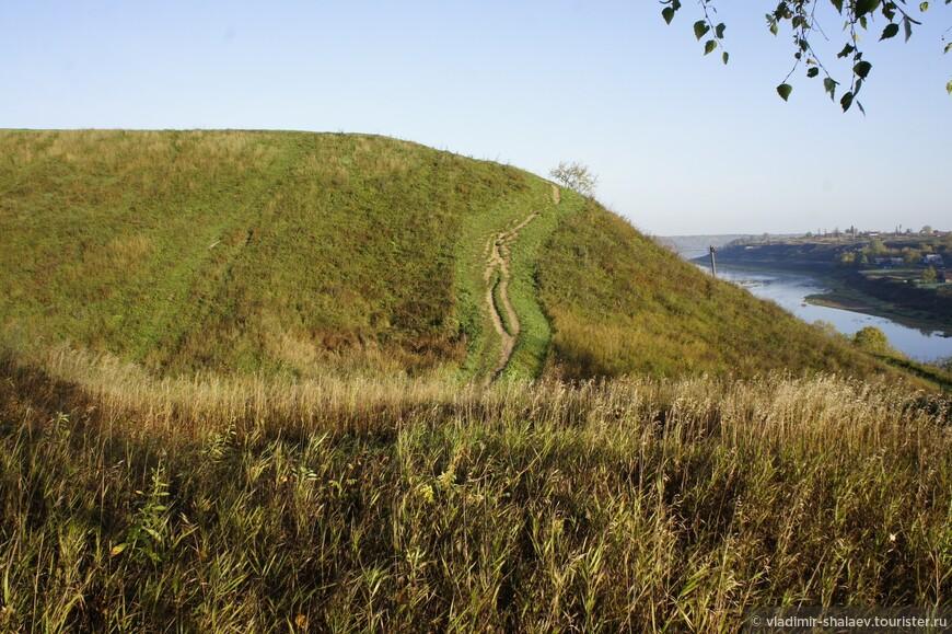 Городище. Памятник археологии. Здесь когда-то стояла древняя крепость.