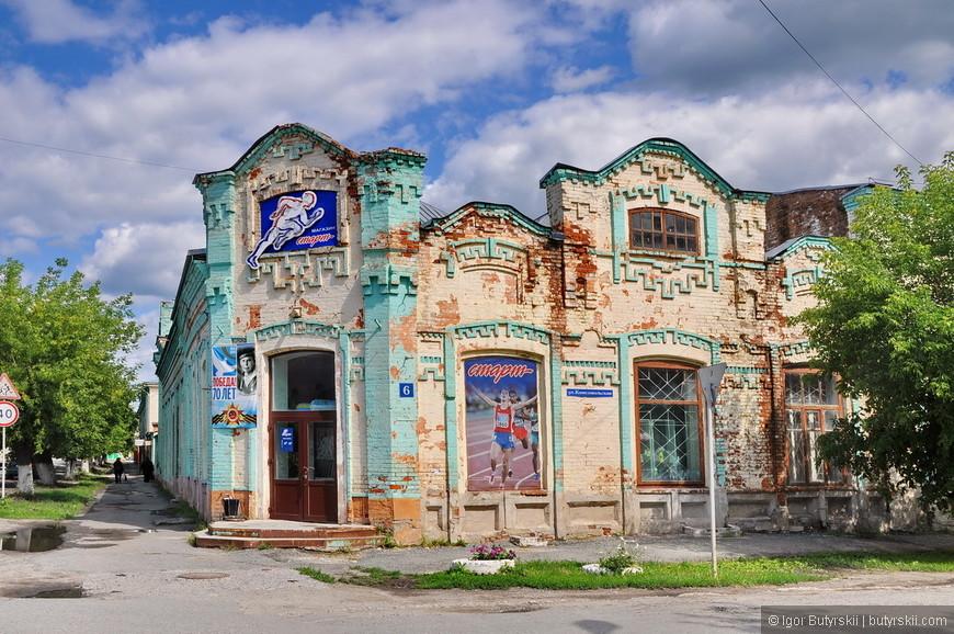 05. В городе огромное количество исторических зданий, преимущественно кирпичных 19-20 веков постройки.