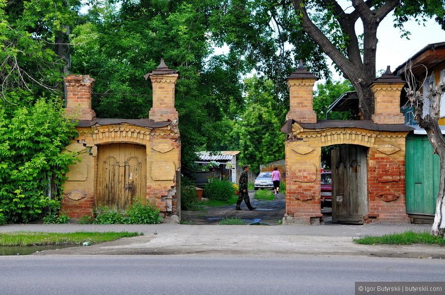 11. Монументальные ворота делали раньше. Красивые.