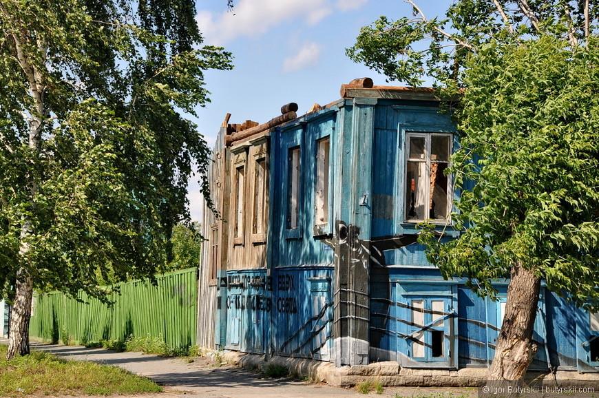24. В Шадринске есть свой стрит-арт, но местным видимо он не нравится – все испортили.