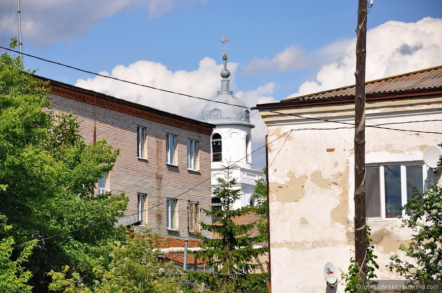 33. Храмов в городе не много, но все они имеют историю, и выполнены в разных стилях.