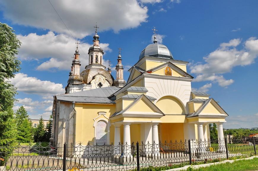 37. В советское время храм сильно пострадал – были разрушены многие пристройки в том числе колокольня. Да и сейчас состояние не идеальное, но думаю, что вскоре все починят.