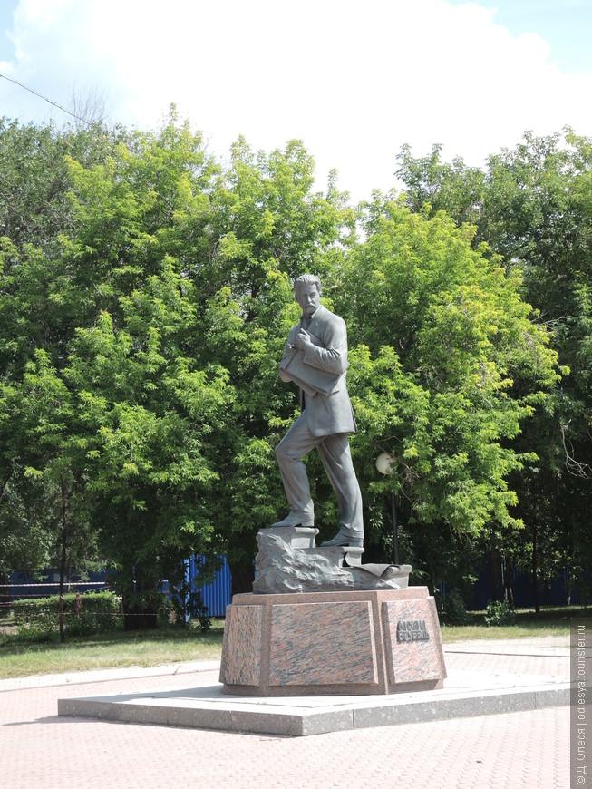 Памятник художнику М.А. Врубелю