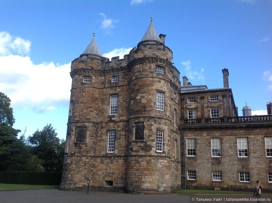 Самая странинная часть дворца (16 век) - частные аппартаменты Марии Стюарт