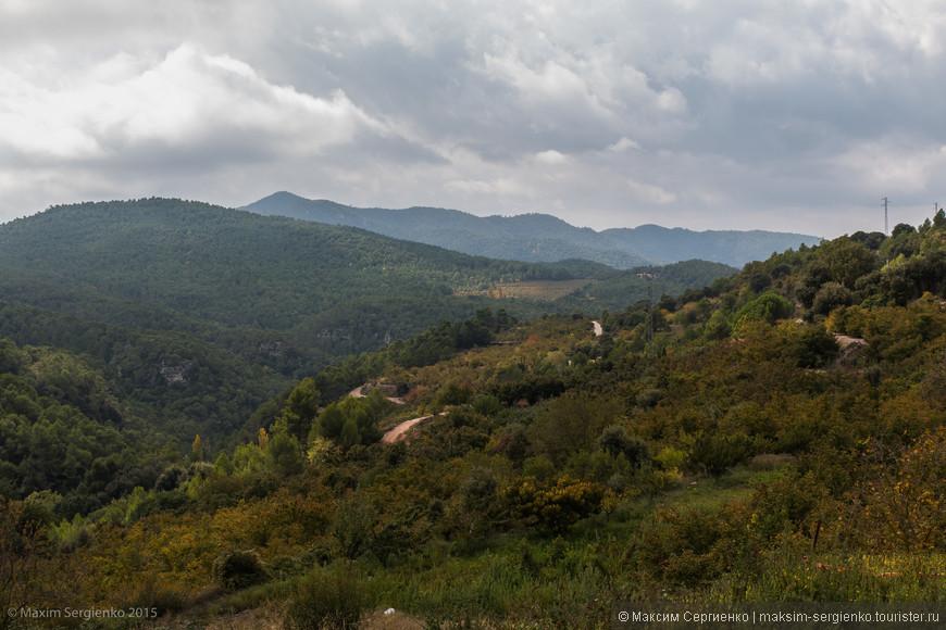 Забрались мы даже в Испанские горы! По совету местных сгоняли в деревушку Arboli. Ехать благо недалеко, но мытарно. Горная дорога извилиста.