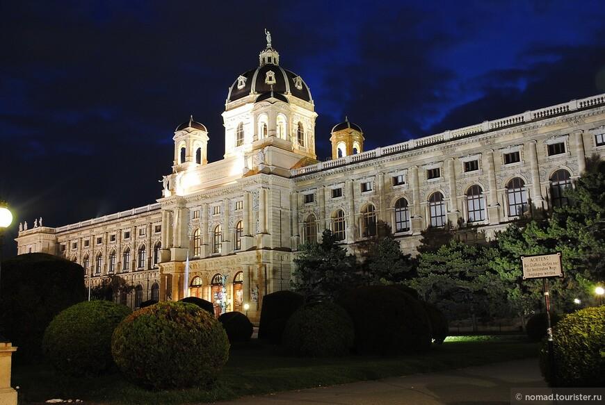 Ночной музей на площади Марии-Терезии