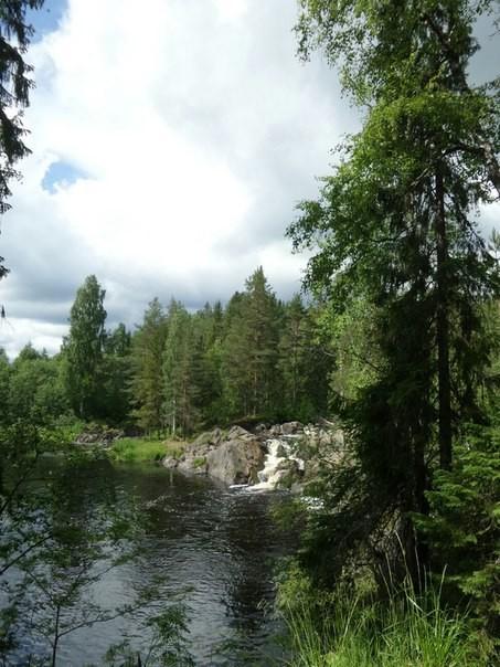 Рускеа́льские водопа́ды — четыре равнинных водопада в Сортавальском районе Карелии рядом с посёлком Рускеала на реке Тохмайоки. Высота водопадов колеблется в пределах 3-4 метров.