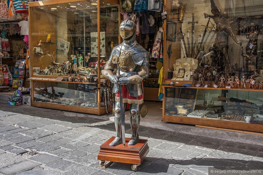 Сувениры в виде рыцарей от солдатиков до таких.